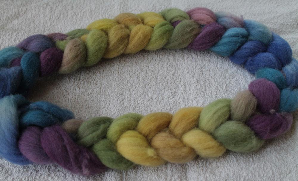 gefärbter Kammzug mit wiederkehrenden Farbfolgen