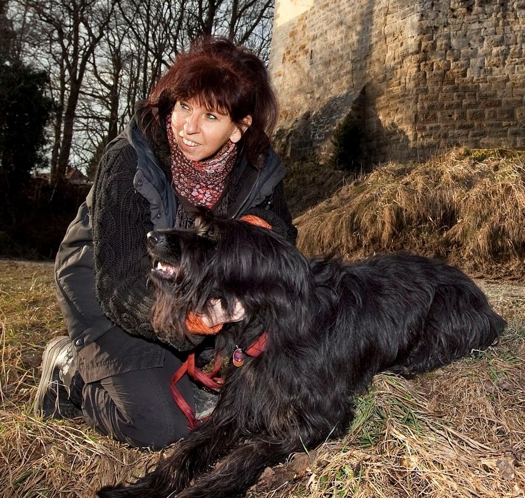 Kunschtwerk alias Barbara Gottwik mit Hund Silas
