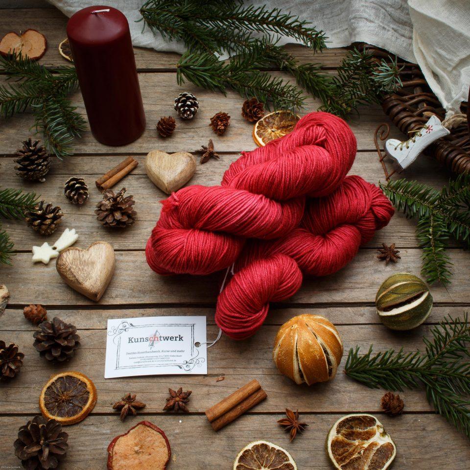 Kunschtwerks Wolle mit Weihnachtsdeko