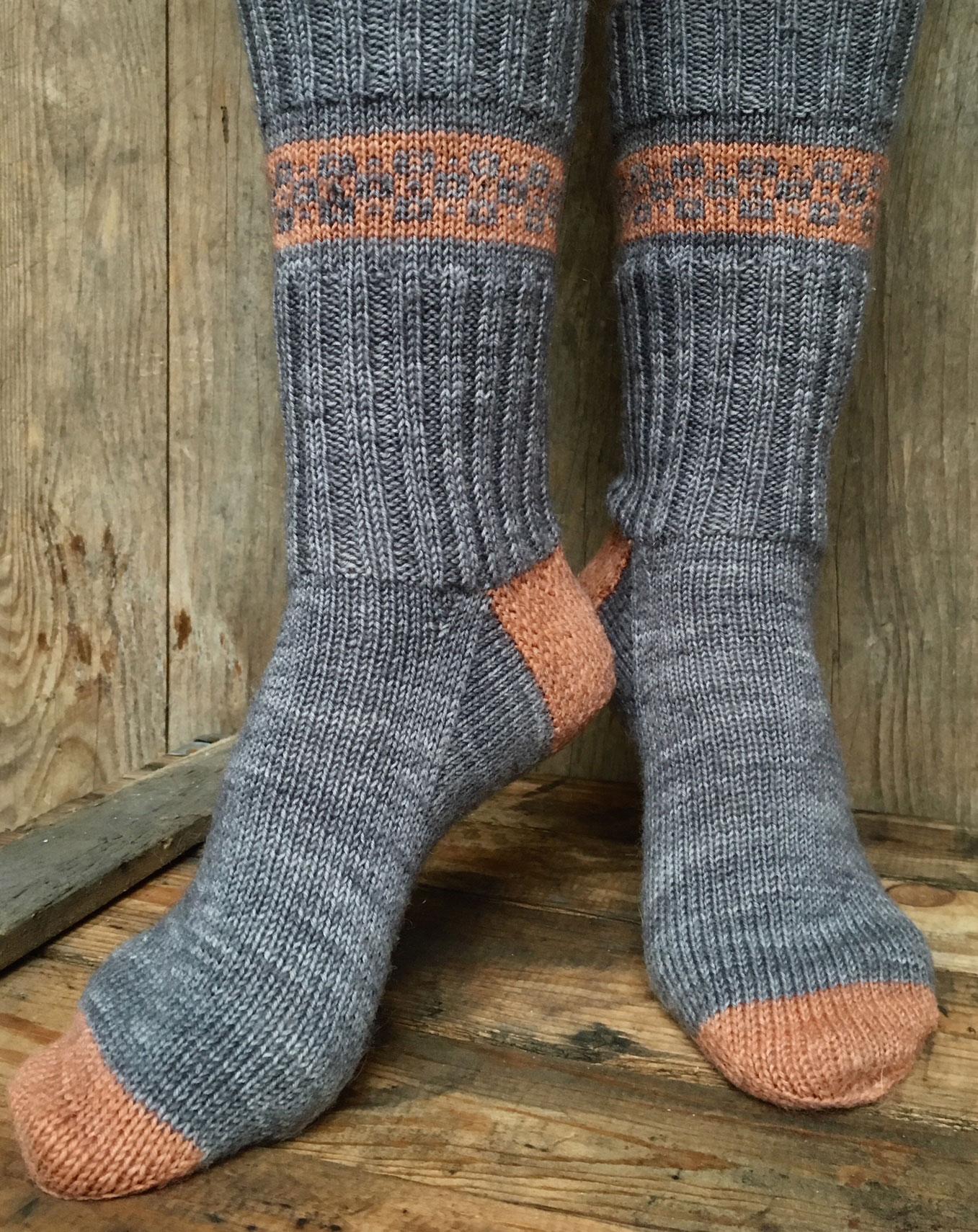 Gestrickte Socken mit Fair-Isle-Bodüre